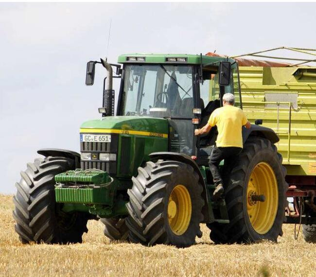How to use Lubricating oil for tractor?
